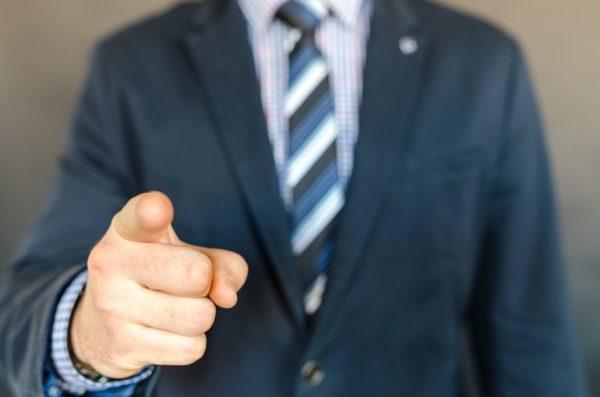 Rozwiązanie umowy przez pracodawcę bez wypowiedzenia - wzór z omówieniem