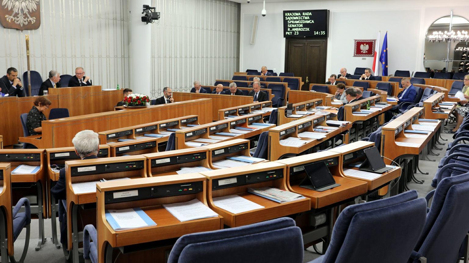 Komisja senacka poparła bez poprawek Ustawy o KRS i SN