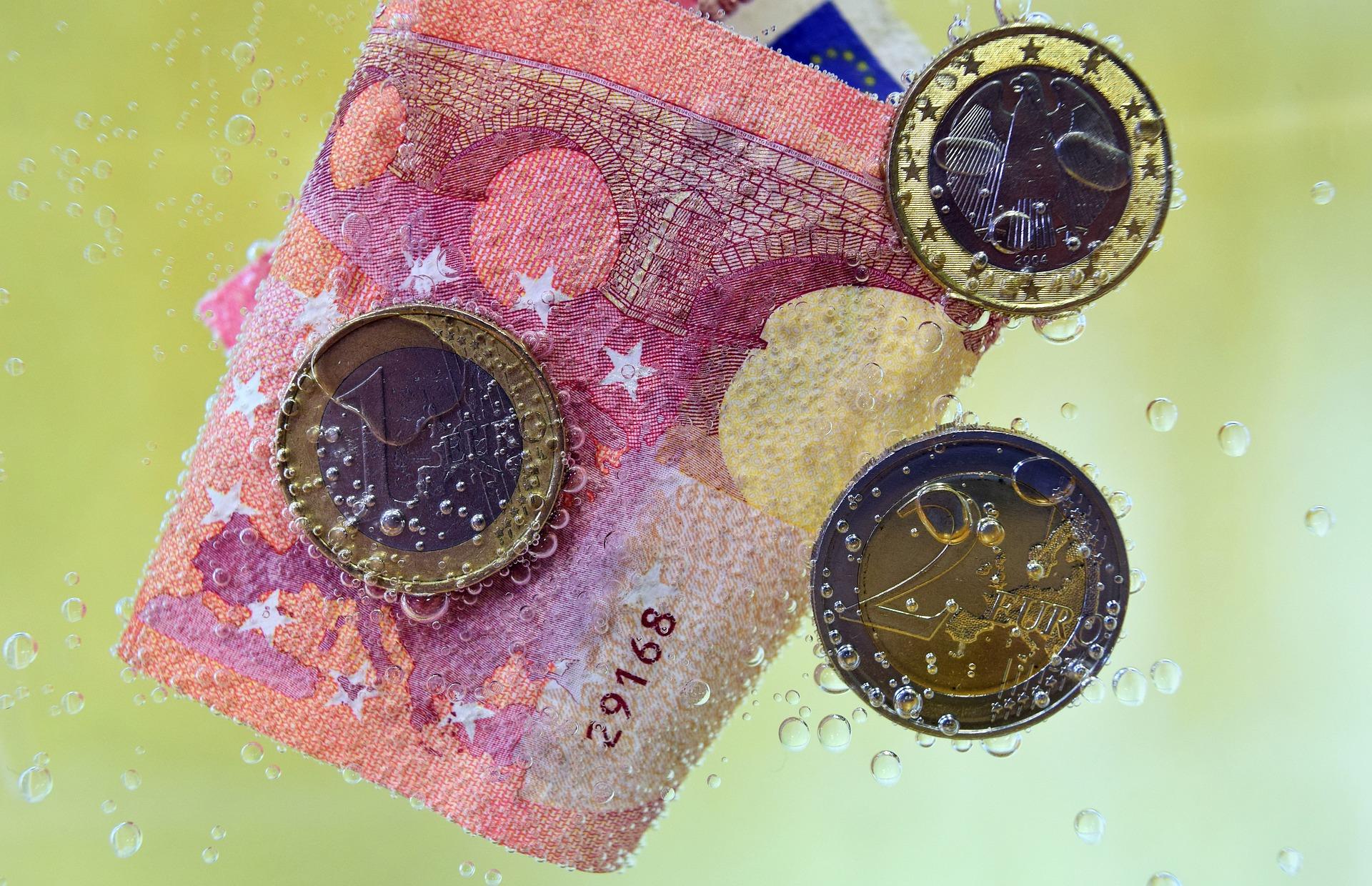 Ustawa o przeciwdziałaniu praniu pieniędzy w Parlamencie