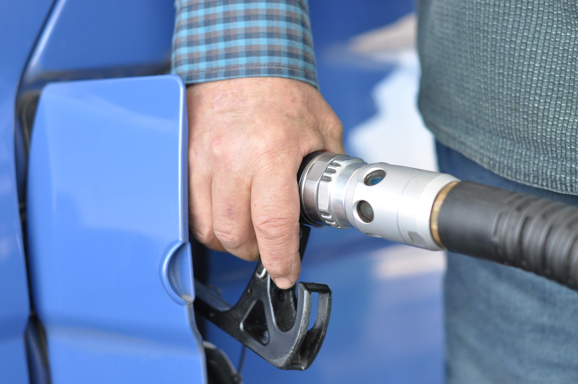W wakacje możemy za litr paliwa zapłacić o 30-40 groszy więcej