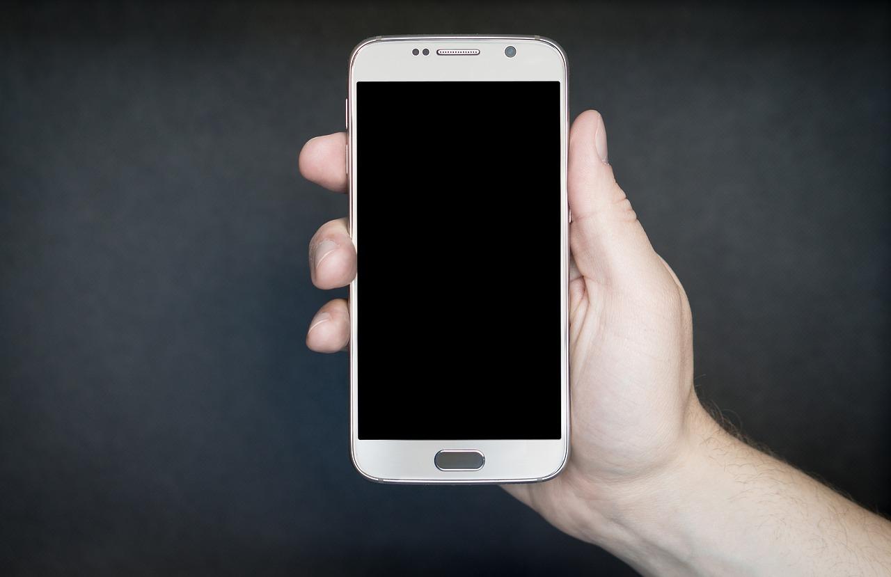 Kontrwywiad USA ostrzega przed korzystaniem z telefonów komórkowych na MŚ